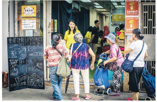 剛剛八月的「一口舍群」活動,以「壹屋計劃」鼓勵空置店舖搞創意活動,圖為Sarah當值時攝。(相片由受訪者提供)