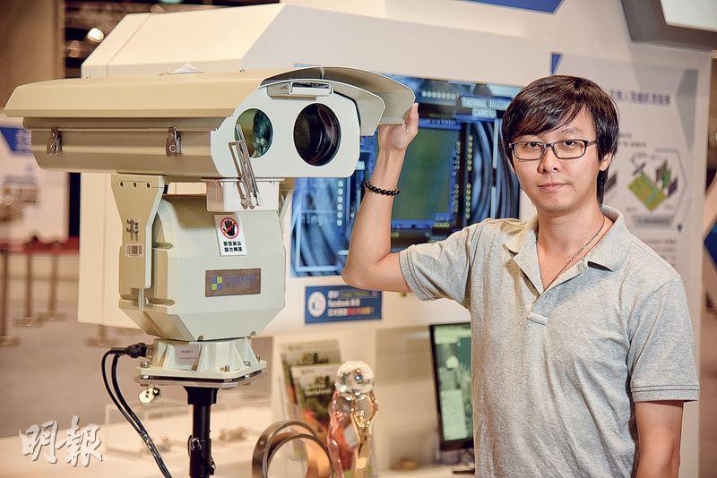 在昨天閉幕、團結香港基金舉辦的創科博覽「香港之光」展區中,展出了岑棓琛公司的防山火機械人。岑棓琛表示兒時受日本動畫《叮噹》啟發而追逐機械人夢,指機械人的關鍵在於其「腦部」,即研發人員所寫的軟件程式,若程式不夠好,會令機械人淪為「廢鐵」。(黃志東攝)
