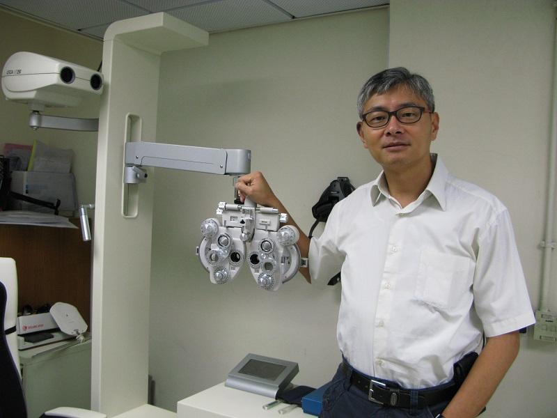 香港理工大學眼科視光學院副教授及眼科視光學 (榮譽) 理學士學位課程主任林國璋博士