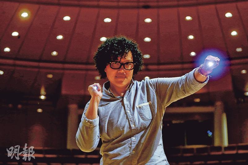 在中大醫學院任職榮譽臨牀副教授的陳碧云,6年前報讀演藝學院舞台及製作藝術碩士,主修燈光設計,她指不應受社會風氣限制自己的發展。(郭慶輝攝)