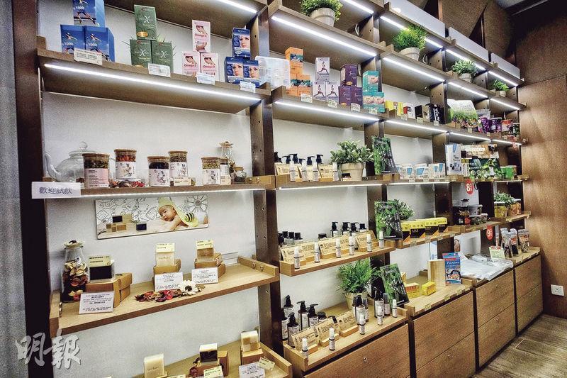 Harmonia Life Company共同創辦人陳家儀表示,草本護膚品品牌Kimature能夠在怡健堂的診所上架,是很大的肯定和突破。圖為Kimature在怡健堂診所的貨架。