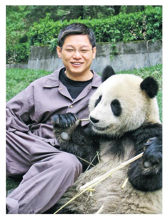喜歡野生動物,Jimmy曾在四川熊貓基地擔任義工。(相片由受訪者提供)