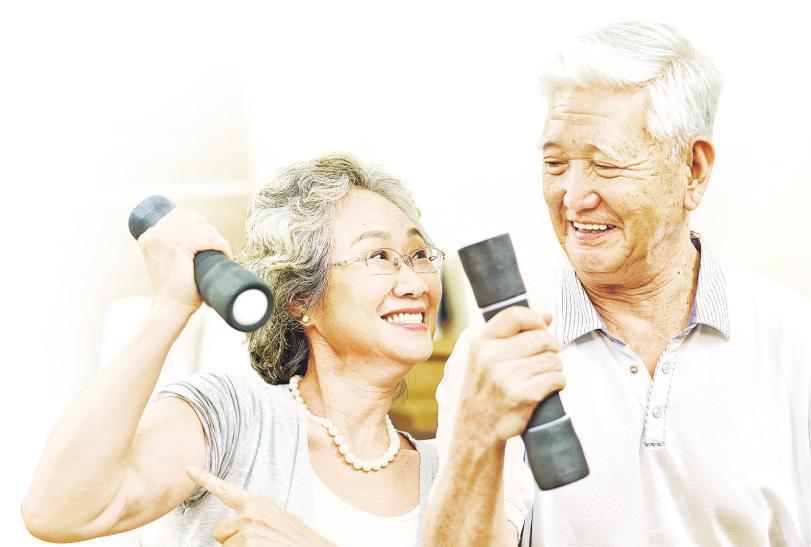 負重運動——年紀愈大肌肉愈易流失,需要負重運動增強肌力。(圖:imtmphoto@iStockphoto,設計圖片,相中模特兒與本版提及疾病無關)
