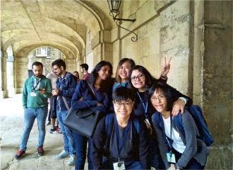 交流心得——牛津之旅令Lilian(右一)結識到世界各地的教師,經常交流教學心得。