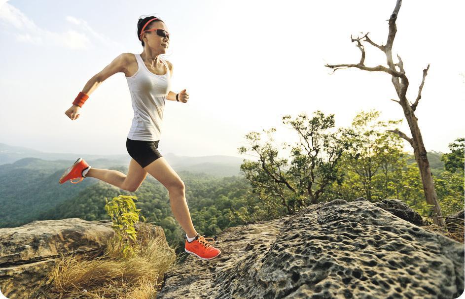 莫欺山——新手跑山如未適應山路的路面起伏,又選錯較高難度的路線展開訓練,不僅可能令膝蓋受壓而受傷,更會增加拗柴風險。(圖:lzf@iStockphoto)