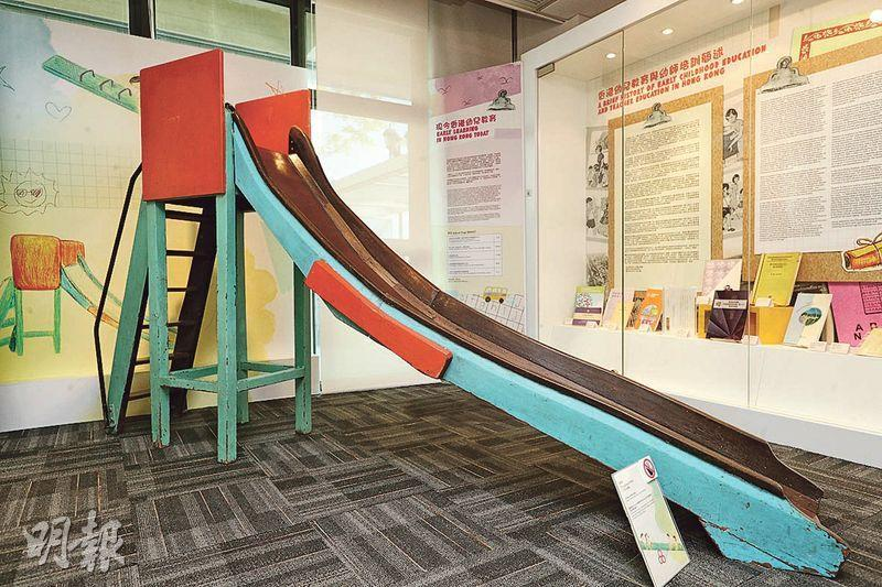 遊樂場又點少得滑梯?現時滑梯多以塑膠製造,又短又矮唔好玩,圖中嘅舊式滑梯以實木製造,Emily嘅同事一睇到即話童年回憶返晒嚟。(曾憲宗攝)