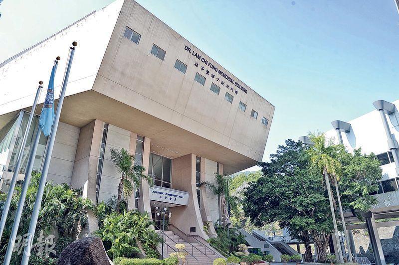 大學會堂(AC Hall)於1978年啟用,浸大1994年正名後大專會堂改名大學會堂。不少歌星都曾登上會堂的舞台,如林憶蓮、蔡楓華等。不過,浸大計劃把AC Hall拆卸重建為科研大樓。(鍾林枝攝)