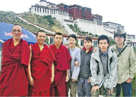療癒人心——Bird(右二)以backpack形式在西藏逗留了20日,他認為旅行能療癒人心。(圖﹕受訪者提供)