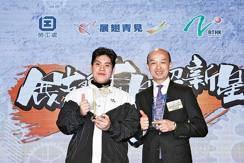 左起:鍾家成和僱主代表黃永銓