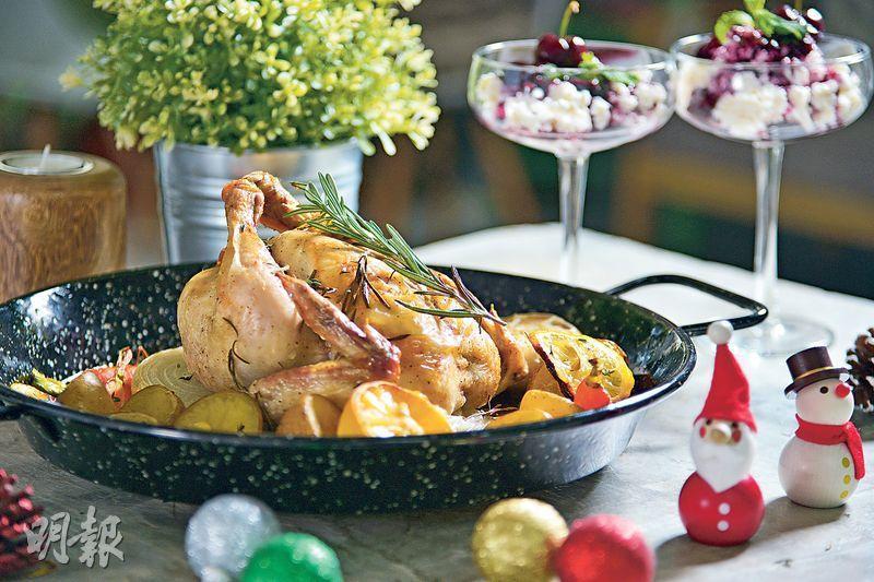 新手都識——焗傳統火雞工夫多,烹煮時間長,對新手來說絕對是高難度菜式,其實冰鮮雞一樣可以做出聖誕特色。(圖:黃志東)