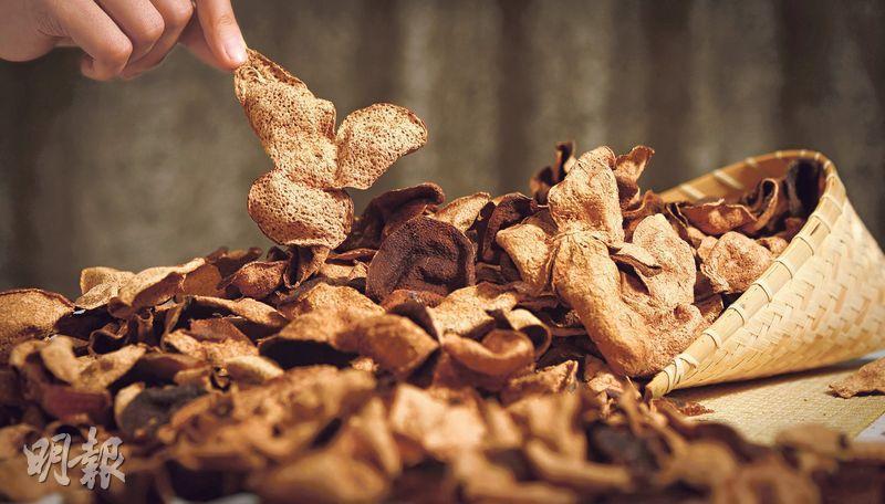 時間瑰寶——經年累月的陳化,由普通的柑皮轉化成薄脆通透的陳皮,甘醇芳香為佳餚添上低調而悠長的韻味。(圖:鄧宗弘)