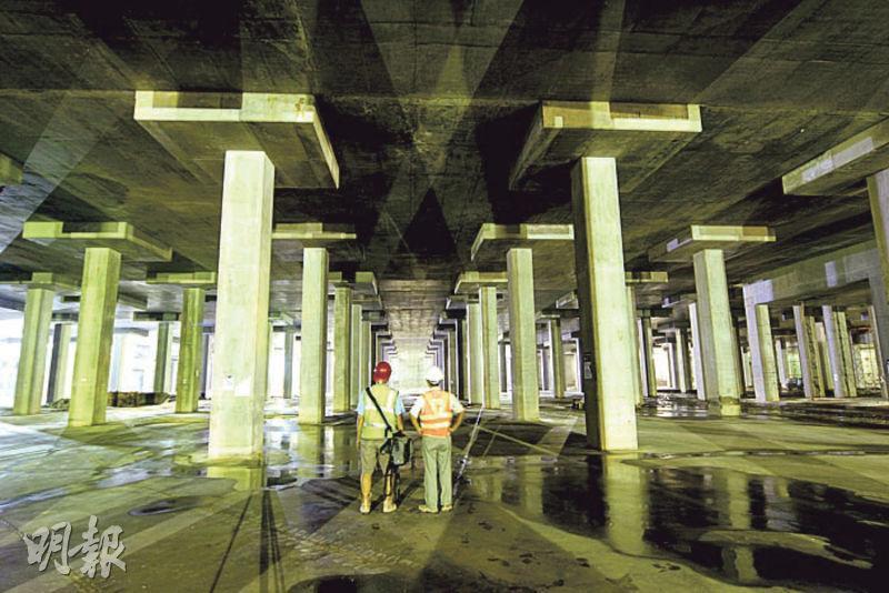 蓄洪池——蓄洪池總長136米、闊130米及深7.5米,曾獲香港工程師學會創意大獎。(資料圖片)
