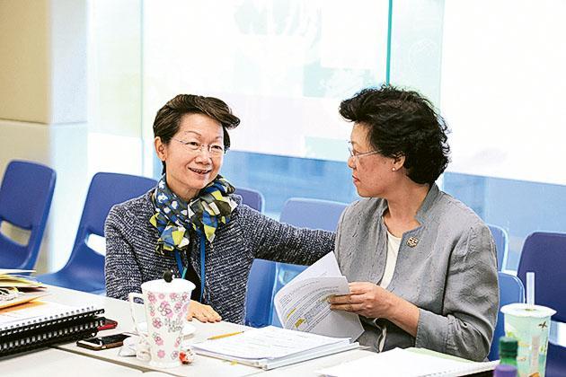 YCCC校長沈雪明教授(圖左)
