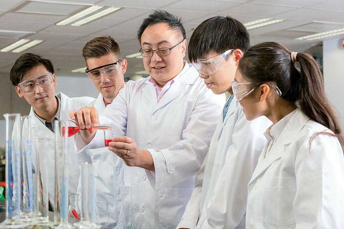 理學院一直致力推動各類型的跨學科研究,並將研究成果融入課程, 培育優秀的科技人才。