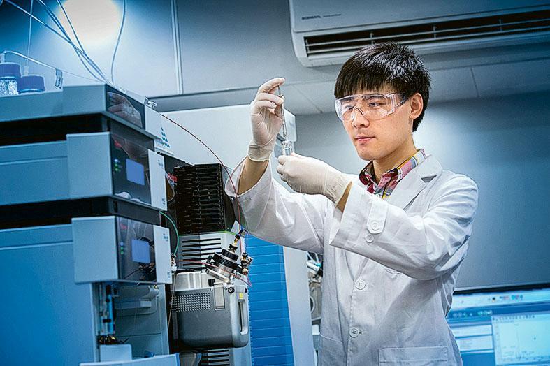 有興趣鑽研科學技術的內地及本地在職人士,歡迎入讀理學院的研究生 課程深化所學。