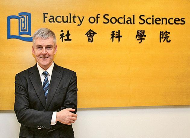 社會科學院院長貝力行教授  (Professor Adrian J. Bailey)