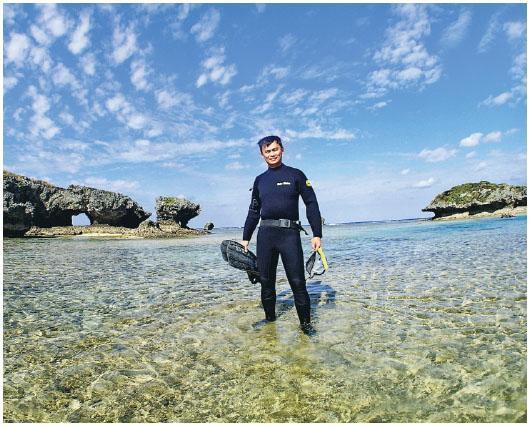 愛上潛水,記錄珊瑚和海洋生態,曾是Dickson夢想的職業。