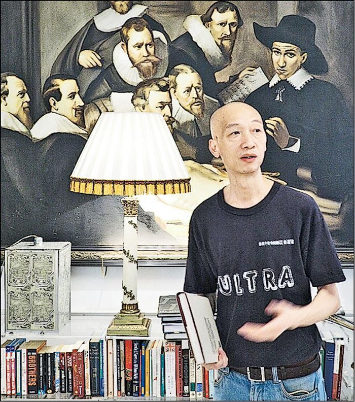 樹單的小書店,獲Lady Tang送贈逾千本鄧永鏘爵士藏書。攝於鄧爵士家中。(相片由受訪者提供)