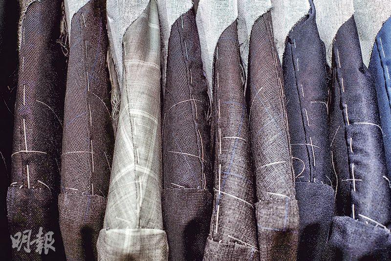 布料眾多——西裝布料的顏色和圖案眾多,要選擇合身的毫不容易。(圖:馮凱鍵、鄧宗弘)
