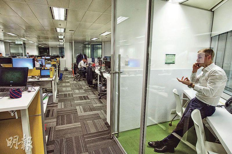 私密電話亭——公司設電話亭,方便員工能在私密空間下與客戶或工作伙伴暢所欲言。(圖:馮凱鍵)
