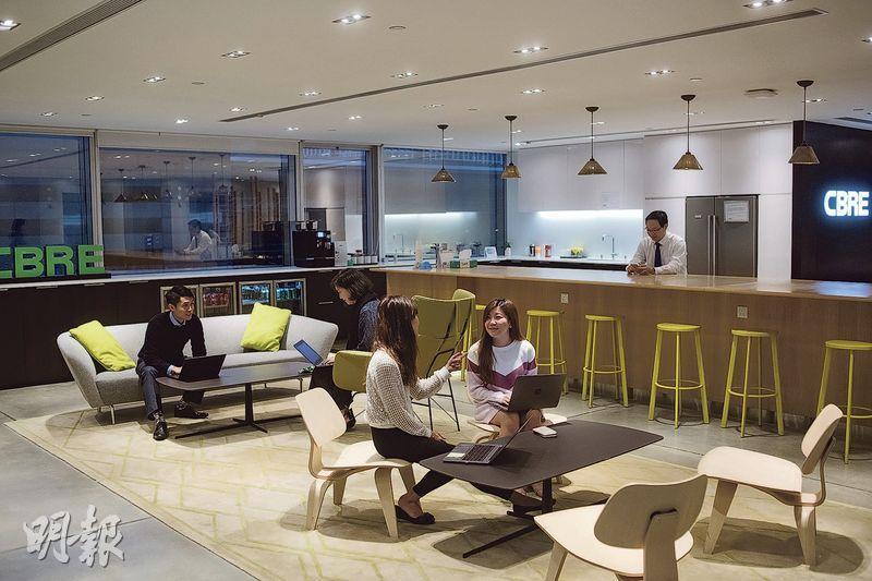 悠閒辦公——公司大堂的升降機位置,同時亦是員工的茶水間及悠閒辦公空間。(圖:馮凱鍵)