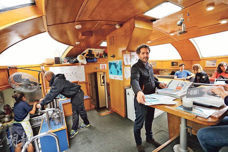 Tara探險船現時停泊喺中環9號碼頭,周末開放畀公眾登船參觀,以了解探險隊嘅工作。(郭慶輝攝)