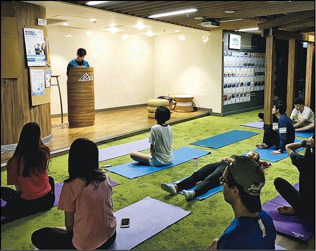 他去年曾在香港科技大學舉辦冥想工作坊,大受同學及教職員歡迎。(相片由受訪者提供)
