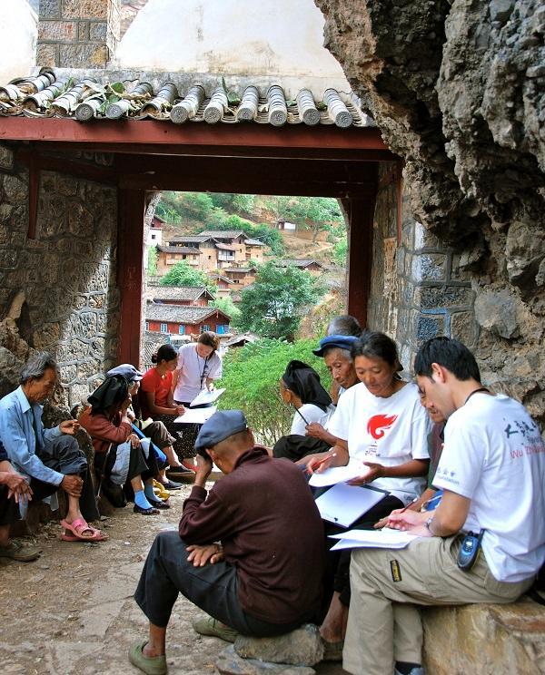 中大公共衞生碩士課程學生在導師帶領下,到內地偏遠農村進行實地社區健康評估。(相片由 CCOUC 災害與人道救援研究所提供)