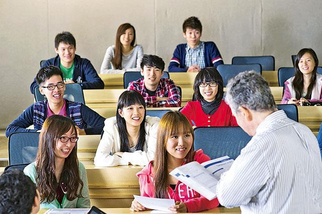 香港城市大學應用社會科學系今年新辦的「社會科學碩士(心理學)」及「文學碩士(應用社 會科學)」課程,冀能培育更多兼備跨學科知識、科學方法的社會科學人才,在各行各業制定和解決「人」的問題。