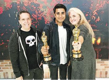 城市大學創意媒體學院畢業生Harsh Agrawal(中)係奧斯卡最佳動畫《玩轉極樂園》嘅製作團隊成員,佢負責角色嘅質感同明暗視覺效果。(城大提供)