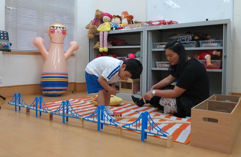 幼稚園社工可透過不同的治療方法和各式活動為幼兒和家長提供服務。