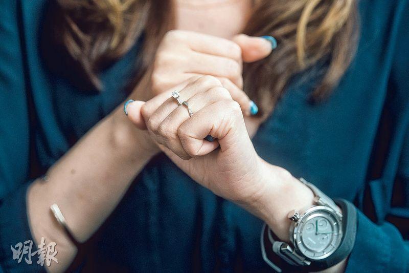 丈夫支持——Joan去年11月結婚,丈夫從事市場策劃工作,她表示能選擇今天生活,丈夫支持很重要。(圖:馮凱鍵)