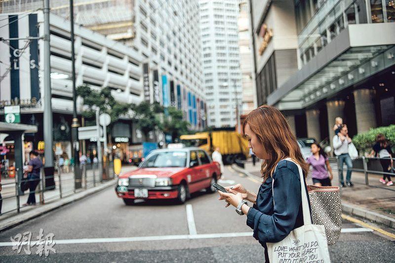 戒搭的士——以前的士車費能向公司申報,Joan笑說現在要戒搭的士,唯有早點出門。(圖:馮凱鍵