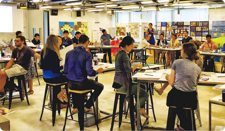 創新課程——INSEAD歐洲工商管理學院是3年平均排名中位列第一的MBA院校,比其他院校的MBA課程加入更多角色模仿、遊戲等刺激創意的上課模式。2019年度一年制MBA課程收費為82,000歐元(約769,377港元),另有為期3日至7星期不等的高管教育(Executive Education)證書課程,收費為1950至38,500歐元(約18,310至361,530港元)。(圖:受訪者提供)