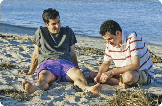 照顧弟弟——導演認為哥哥華特(左)非常關鍵,他比Owen(右)大三歲,慢慢意識到父母老去,將承擔照顧弟弟的責任。(圖:安樂影片)