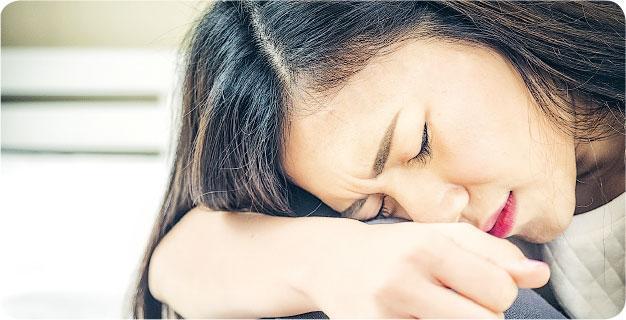 「欺騙」大腦——有心理學家認為,傷心聽悲傷音樂有助「欺騙」大腦釋放泌乳素來調整心情。(圖:Nattakorn Maneerat@iStockphoto)