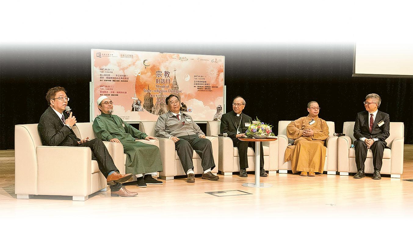 文學院宗哲系舉辦的「五宗教高峰論壇──品格教育與社會基石」, 破天荒邀請了5 個宗教的講者交流,讓學生可以從多角度探究問題。
