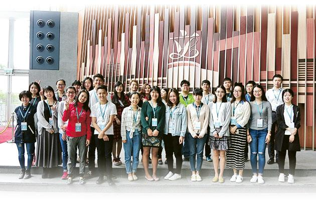 「公共事務倫理學文學碩士」課程學員參加立法會考察導賞活動,認識 香港的立法機關的歷史、架構、運作及設施。