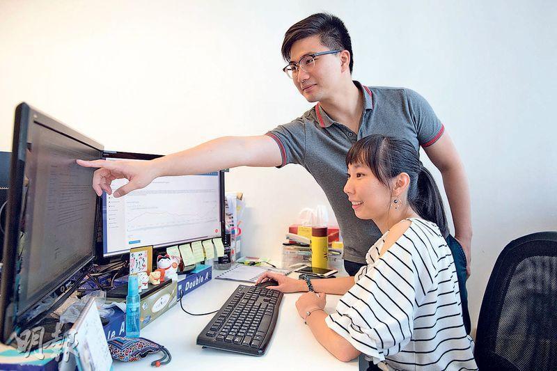 Baiwen(後)和Rebecca(前)都在這裏從實習生做起,他們表示,擁有金融科技工作經驗,對將來的事業發展大有裨益。