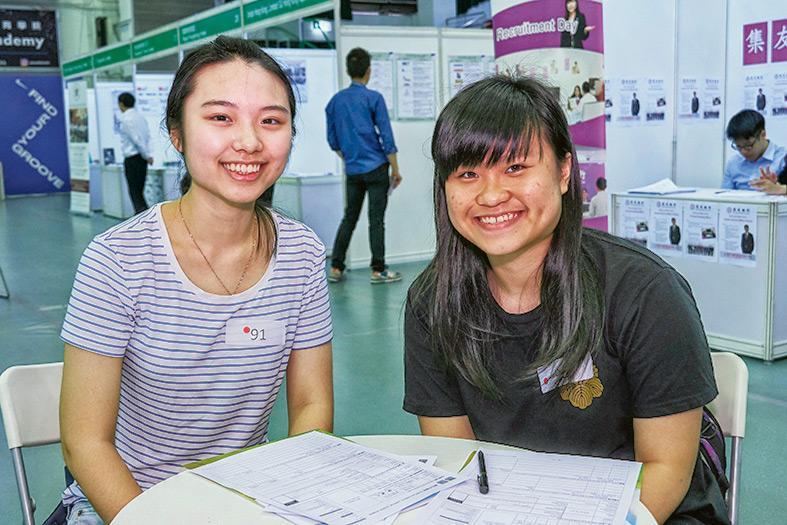 麗娜(左),懿穎(右) DSE 畢業生