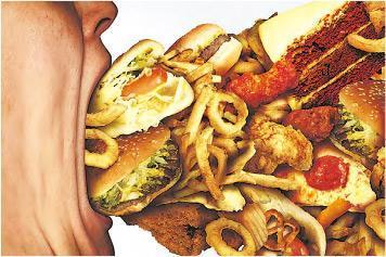 弄巧反拙——若節食過度,遇到壓力或心情不快時,可能藉大吃大喝取得滿足。(wildpixel@iStockphoto)