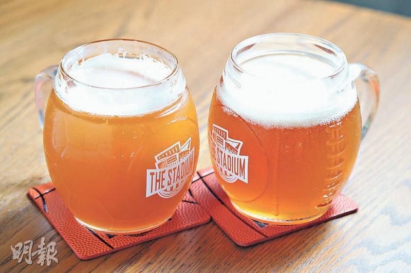 自家出品(杯裝500ml/$68,支裝330ml/$58)﹕餐廳自家出品的啤酒Deadman,小麥味香,盛載的玻璃杯更是不同的球類造型。(郭慶輝攝)
