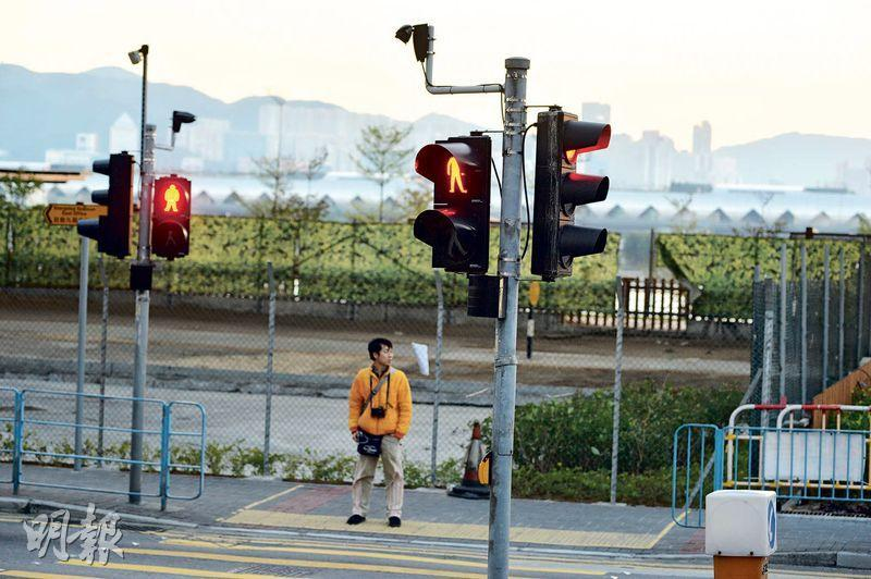 智能交通燈——智能交通燈為政府智慧城市藍圖的其中一個試點項目,會於路口及行人交通燈上裝設行人及車輛感應器,以減低等候時間,現時已於九龍東設置測試點。(資料圖片)