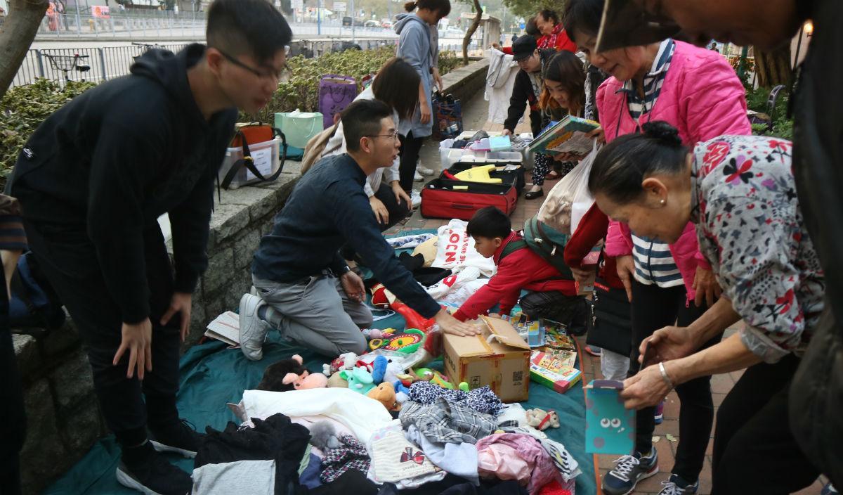 有學生知悉「紙皮婆婆」後,自發商討如何支援婆婆,其後舉行義賣活動,籌募經費,幫助有需要人士。