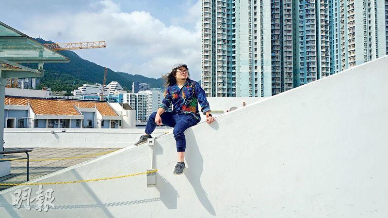 楊秉基為「好戲量」劇團藝術總監,曾獲香港十大傑出青年,今次包辦《不是霑叔不聚頭》音樂劇場編、導、演工作。(劉彤茵攝)