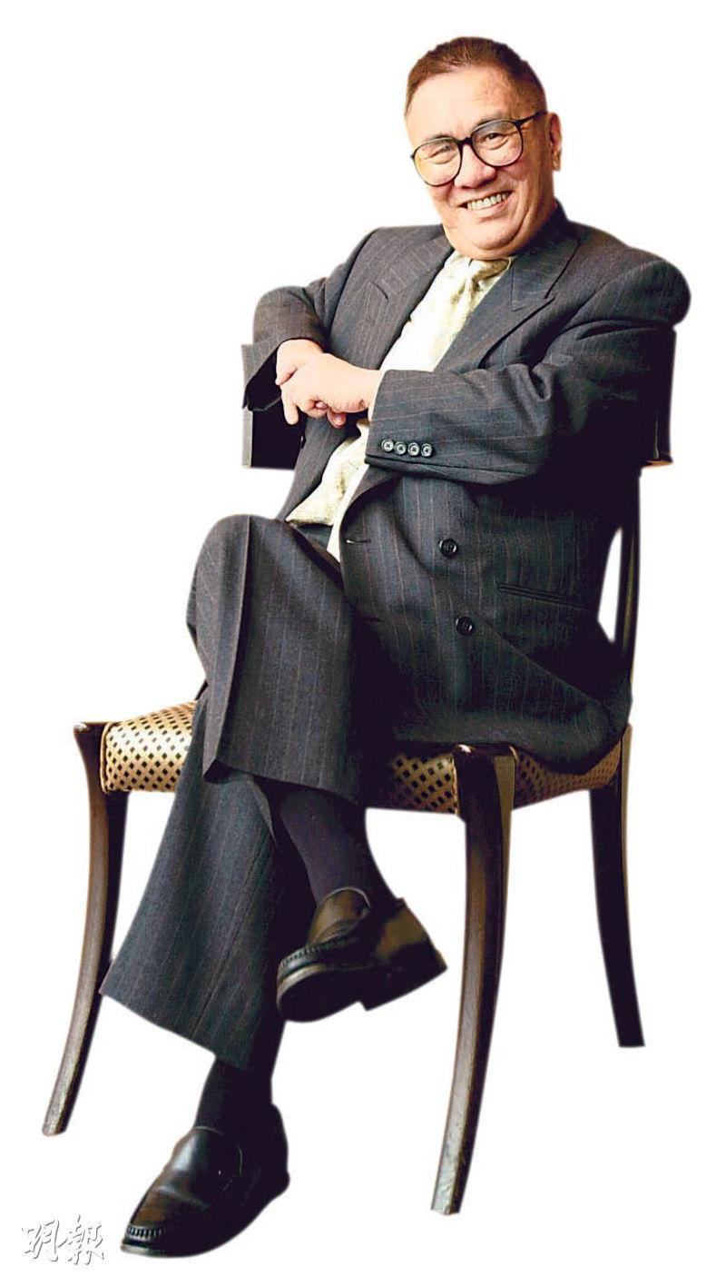 黃霑一九六○年參加歌唱大賽,特意起了藝名,與其英文名James相似,其後於麗的映聲主持節目《青年聯誼會》,口才出眾而廣為人知。(資料圖片)