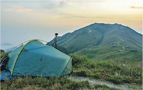 露營看星——閒時Kendrick愛一個人上山露營,看星聽蟲鳴。試過與太太露營看大自然生態,整整十天。(受訪者提供)
