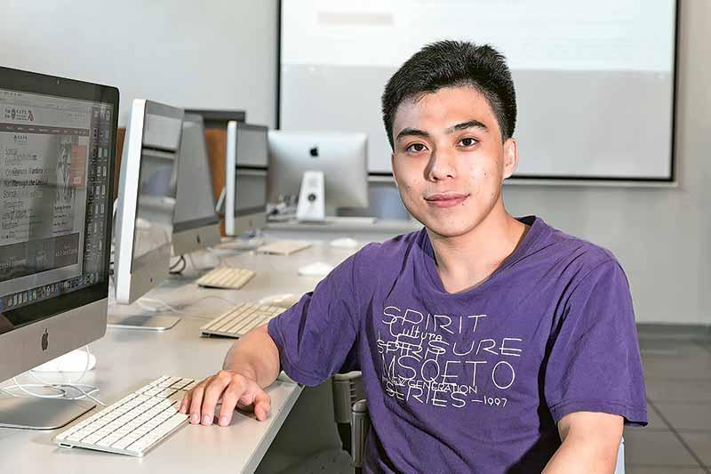 鄧日聰 資訊科學系3年級