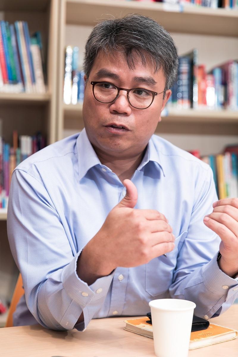香港專業進修學校毅進文憑課程主任謝若瑟(Joseph)