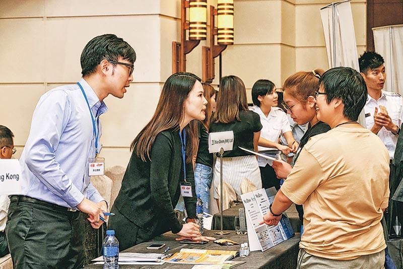博覽場內擺放了不同職位的最新招聘資訊,不乏參加者即場申請適合自己的筍工和進修課程。